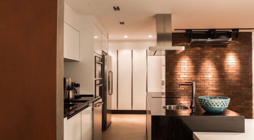Tijolos à vista vão deixar sua cozinha planejada simplesmente fantástica!